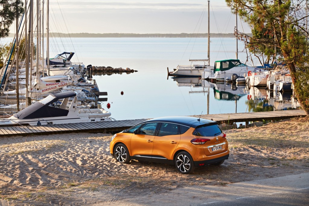 81406_2016_-_Drive_tests_New_Renault_SCENIC_in_the_Bordeaux_region