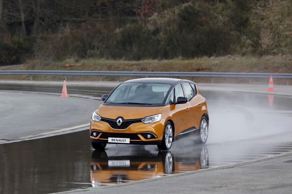fot. Renault_Nie daj się poślizgowi_3